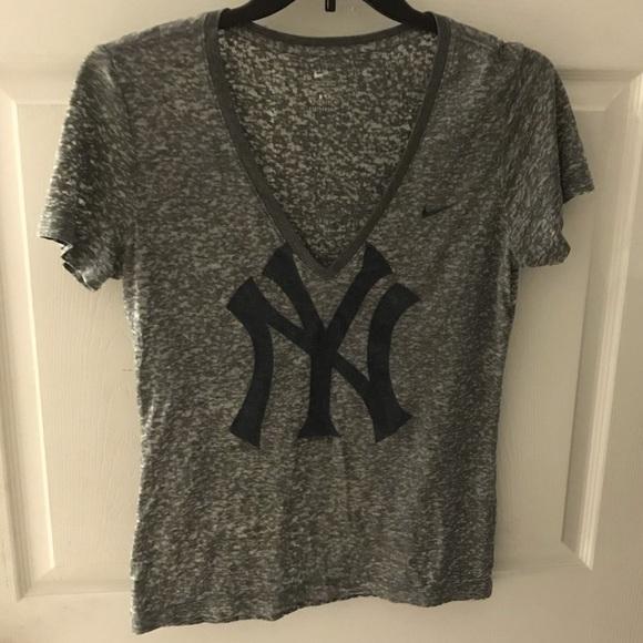 Nike Tops - Yankees Nike Tee
